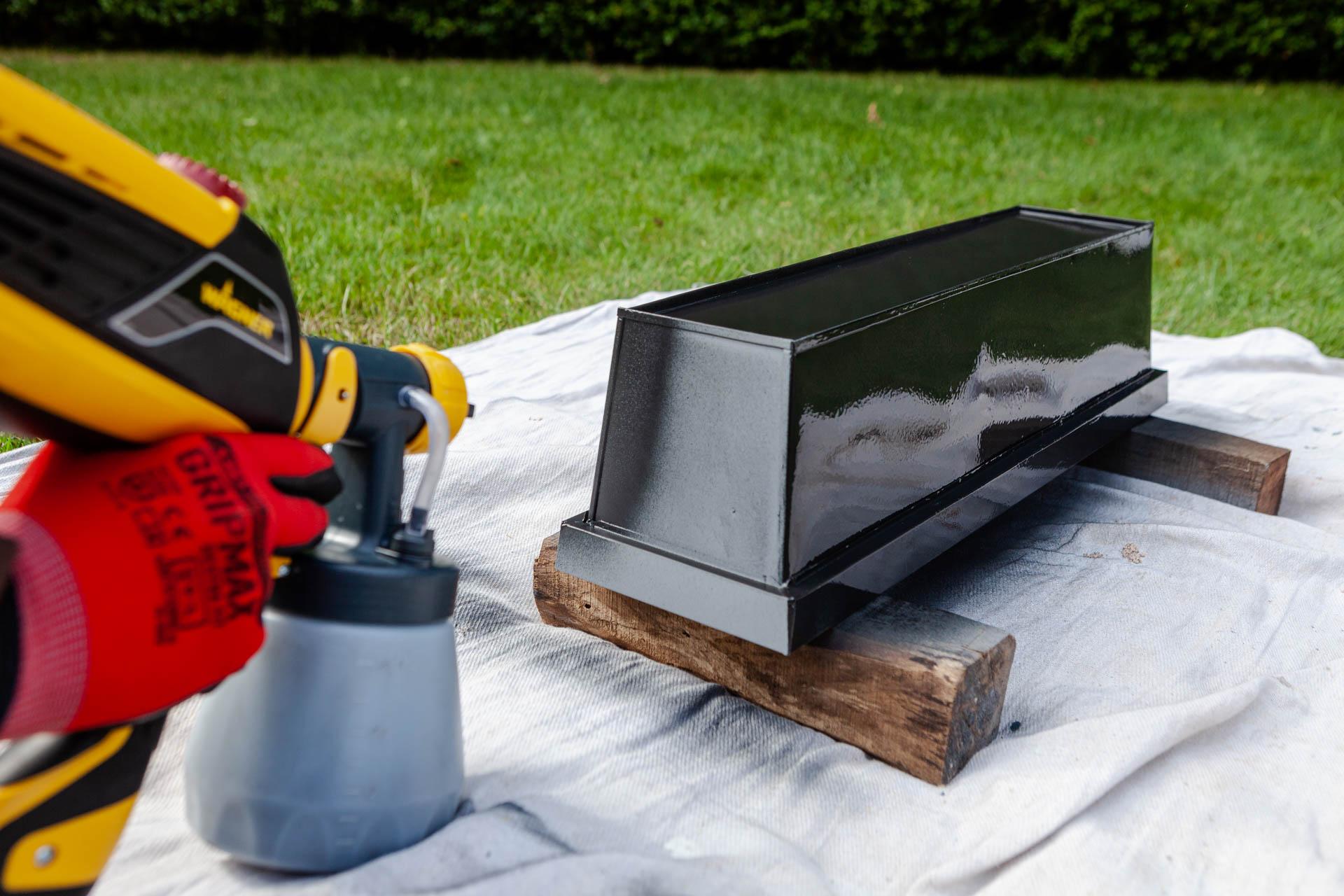 W590 paint spray window boxes